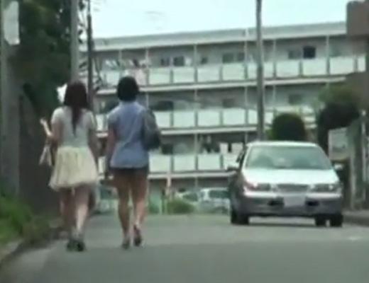 【拉致 レ●プ】住宅街に男4人組で周囲を気にしながら低速走行する車が女の子を拉致していったんだが・・・ ※動画