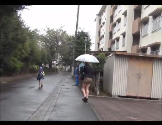 【野外 ●撮】女 × 剣幕な表情 × 小走り =野ションしようとしてる女である証明するからちょっと来いwww ※動画