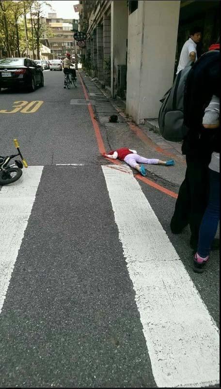 【マジキチ】母親の目の前で3歳児の首を中華包丁で切り落としたマジキチ通り魔のヤバ過ぎる事件 ※グロ画像