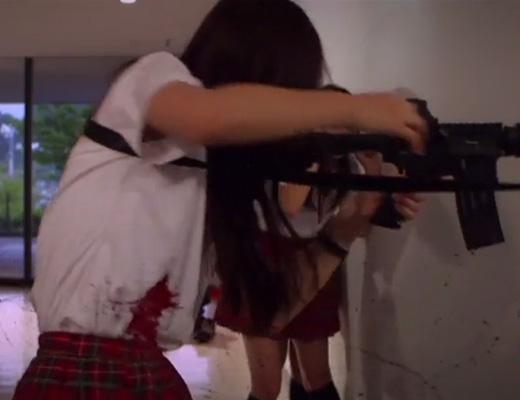 【グロ動画】日本人がグロ映画作ったら・・・女子校生がひたすら撃ち殺されるとんでもない内容になったぞwww