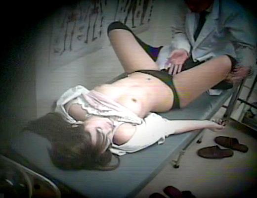 【閲覧注意】 医師が逮捕された職権乱用レイプ映像流出!