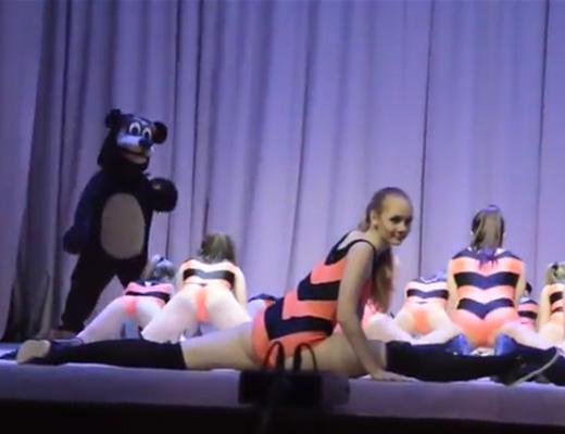 【本物 JK】まじかよちょっとロシアの文化祭行ってくるwww同級生の子がこんなんしてたら抜いてしまうわwww ※動画