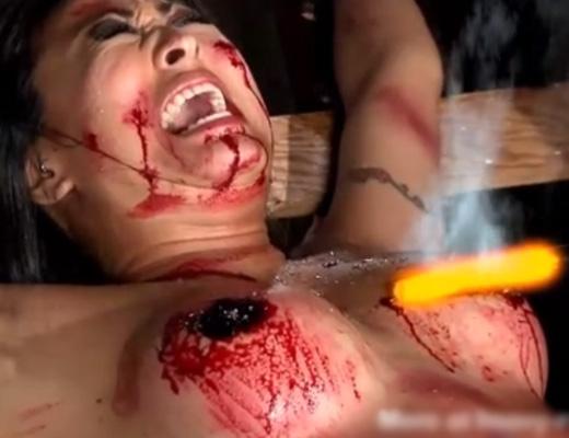 【無修正 エログロ】おっぱいに焼印拷問してみたら ビッチが失神しながら血噴き出してワロタwww