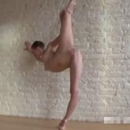 【無修正】バレエ選手がレオタード着ずに練習したらエロ過ぎw股間釘付け待ったなしwww