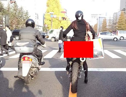 【エロ動画】ノーパンでバイク乗ってる女の子おったら宝くじ当たるレベルの幸運wwwずっと後ろついていくわwカメラ持ってwww