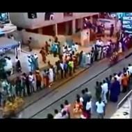 【事故映像】バイクレース中、観客の中に車が突っ込んで人をなぎ倒していく・・・