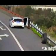 【閲覧注意】運悪すぎるwトラックから落ちたタイヤに殺される男性