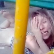 【エロ美女】泥酔ビッチがヤラれたマ○コ晒して公園で爆睡してる・・・