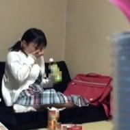 【エロ動画】股から血が出て衝撃w初潮来た生徒に生理ナプキン説明したあと保健室の先生が・・・