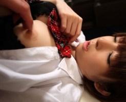【エロ画像】めっちゃ可愛い女の子が乳首弄られてる画像wwwww