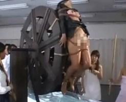 【無修正】中世の拷問がここに再現されるww水車に磔にされてクルクル回される・・・閲覧注意