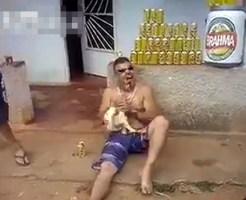 【閲覧注意】酒の肴に生きたニワトリを丸かじり・・・
