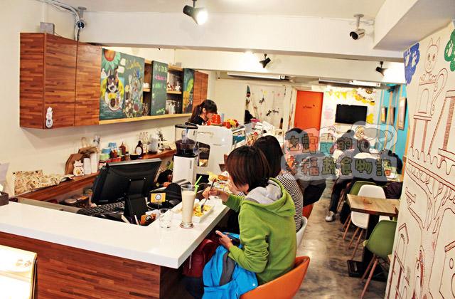 【新北】MOMOCAT摸摸貓咖啡館,點貓咪附下午茶?(2016/1補照 葷素