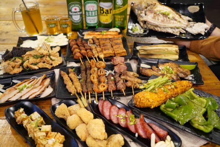 【新竹美食】風窩烤肉餐點有將近一百種的選擇還有20人超大KTV包廂跟專屬停車場
