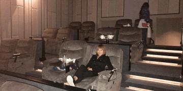 台北‧大直》美麗華皇家影城,五星級頭等艙寬敞沙發座椅,躺著看電影實在享受 #電影院 #大直影城