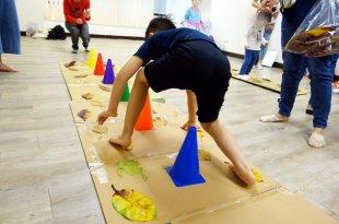 愛東摸西摸,容易分心的原因●頸部反射未整合●可以陪孩子玩的遊戲