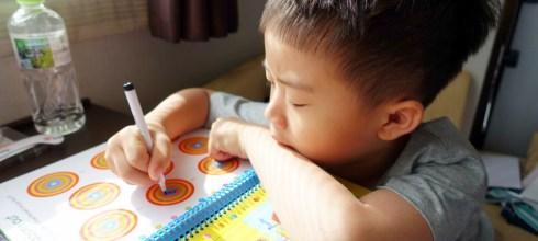 小孩打發時間神器|讓小人很忙《找找擦寫貼紙書》大集合|出門不怕孩子吵