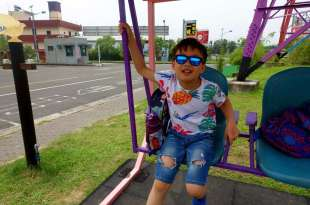 同大爺的夏日必備用品:瑞士SHADEZ兒童太陽眼鏡+艾美特小風扇
