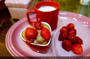 [幼兒甜點筆記] 蒸的蛋糕~好香好香的草莓牛奶蛋糕 (3y2m親子廚房版)