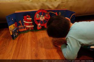 [2y4m]同大爺書報●Maisy's Fairground小鼠波波的遊樂園●有摩天輪的遊戲書
