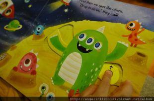 [0-3歲硬頁書] 小小孩的外太空操作書●Let's Play Aliens in Space●(想像力與好奇)