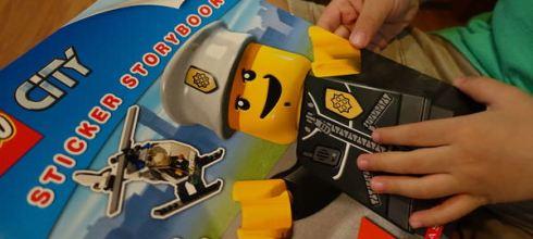 迷昏小男寶●Escape From LEGO City Sticker Storybook●樂高警長貼紙找找書
