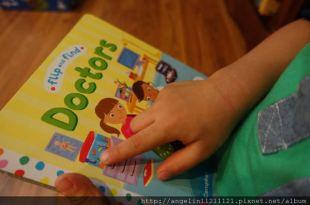適合0-3歲硬頁書●Doctors翻翻找找書(不怕醫生書單)●還有幼兒品格硬頁書