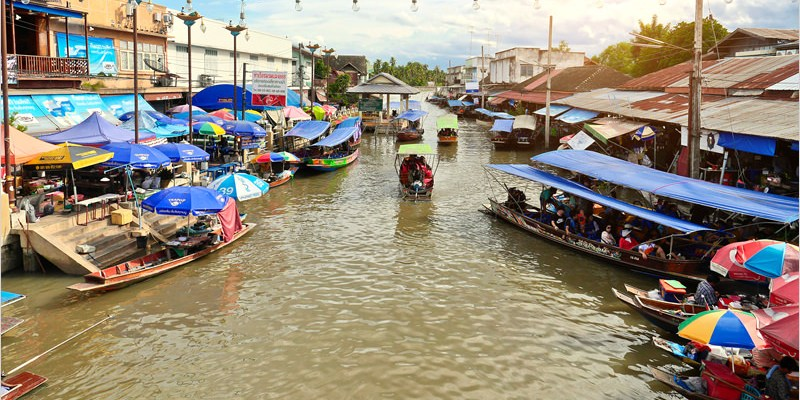 泰國曼谷必去景點 | 安帕瓦水上市場 Amphawa Floating Market-悠閒遊船泰自在、美食小吃泰享受、東逛西走泰好買。