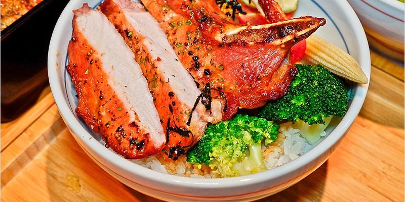 台中西區丼飯 | 秋刀鬪肥牛二店-超級厚附骨燒豬排,每一口都好滿足。內用湯品、沙拉、飲料、飯吃到飽,超佛心。