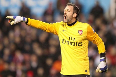 Arsenal's Manuel Almunia is on his way to West Ham for a month