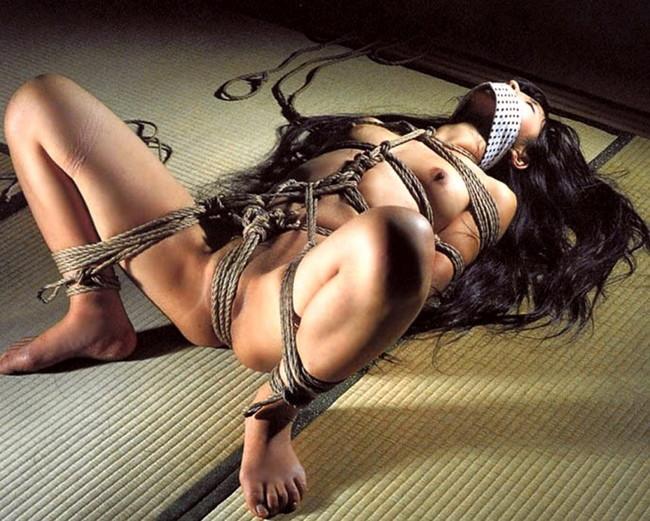 【ヌード画像】縛られた女たちに感じるサディズムな欲望 28
