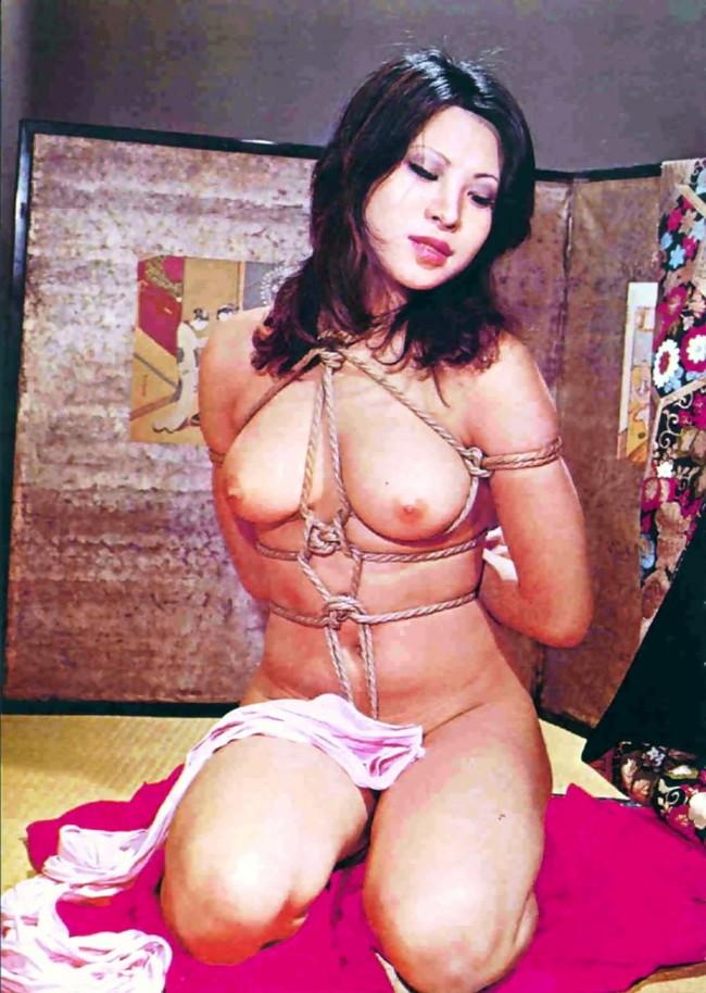 【ヌード画像】縛られた女たちに感じるサディズムな欲望 29