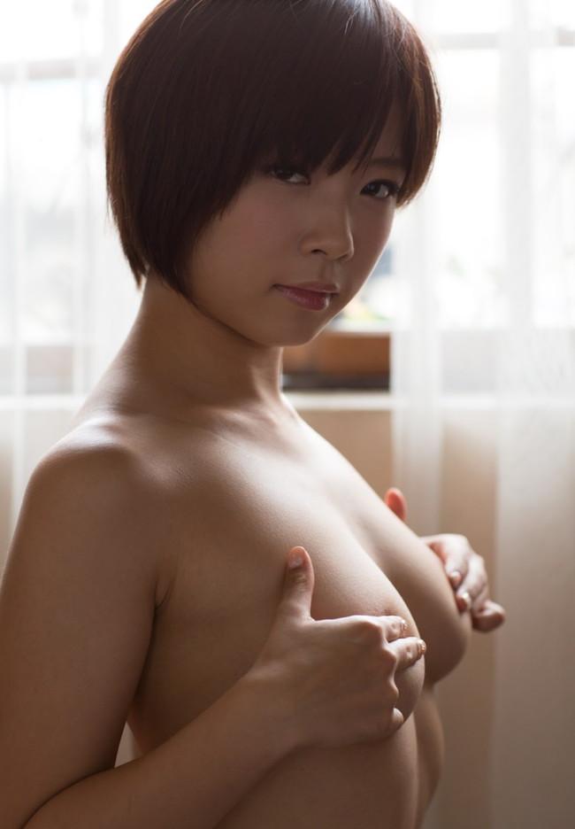 【ヌード画像】手ぶらで隠された乳首が気になりすぎるw(33枚) 10