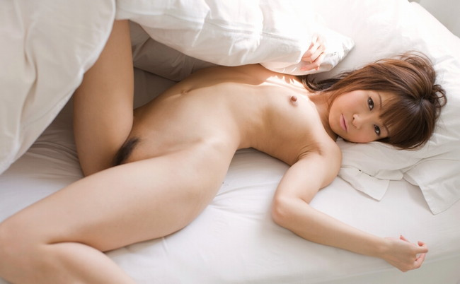 【ヌード画像】脚フェチ必見!スレンダーな美脚美人の魅力が半端ないw(35枚) 22