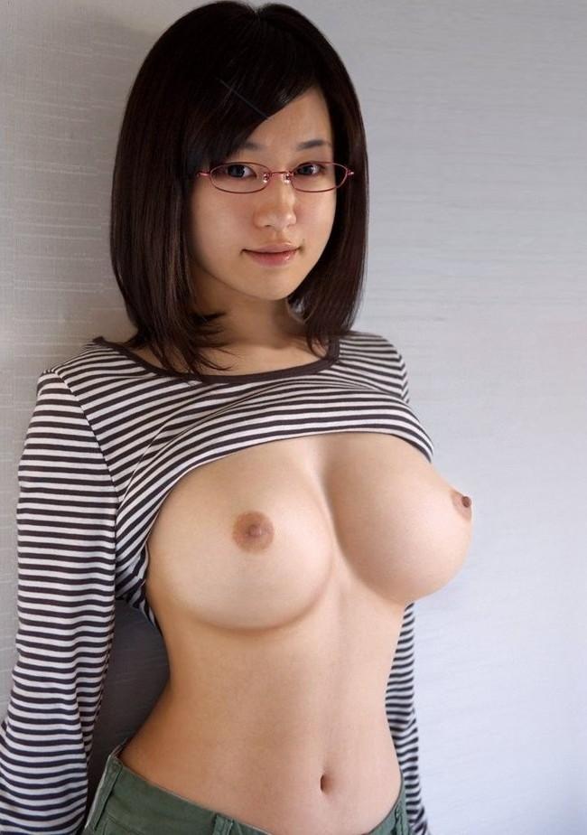 【ヌード画像】メガネっ娘のヌードにモエモエw(32枚) 04