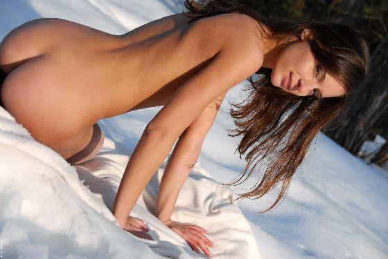 【ヌード画像】雪化粧の中で裸体をさらす美女たちの魅力w(30枚) 19