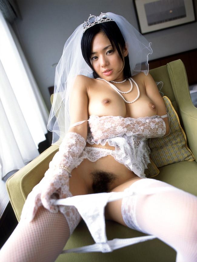 【ヌード画像】純白のウェディングドレスが乱れておっぱいや性器が丸出しにw(30枚) 14