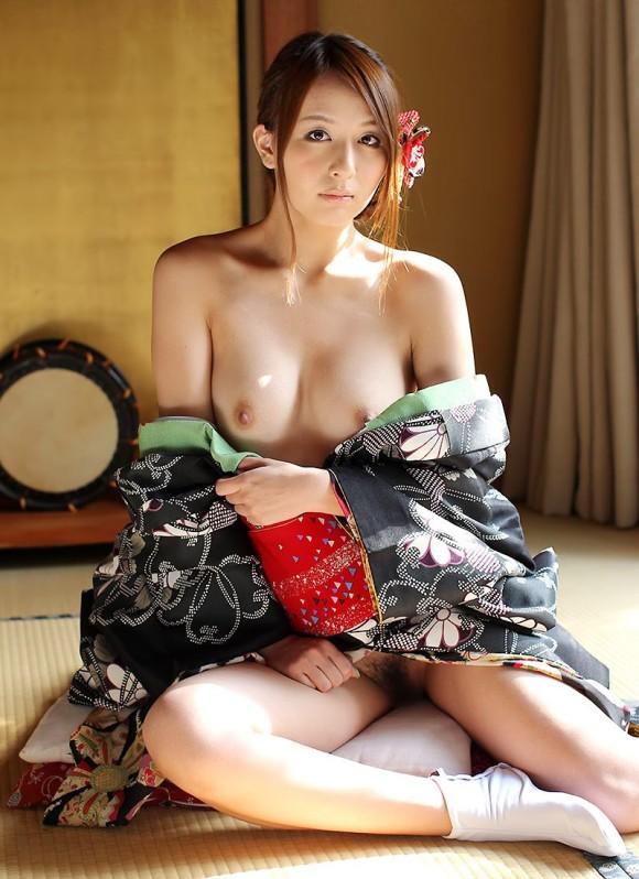 【ヌード画像】浴衣美女の半裸姿がぐうしこw(31枚) 12