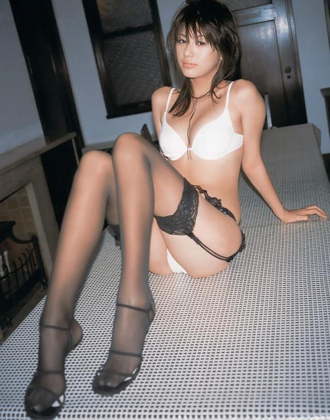 【ヌード画像】ガーターベルトの色っぽさで美人の魅力がアップw(33枚) 22