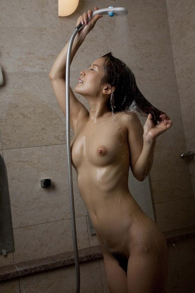 【ヌード画像】シャワーを浴びている美少女たちに心が洗われるようですw(35枚) 30