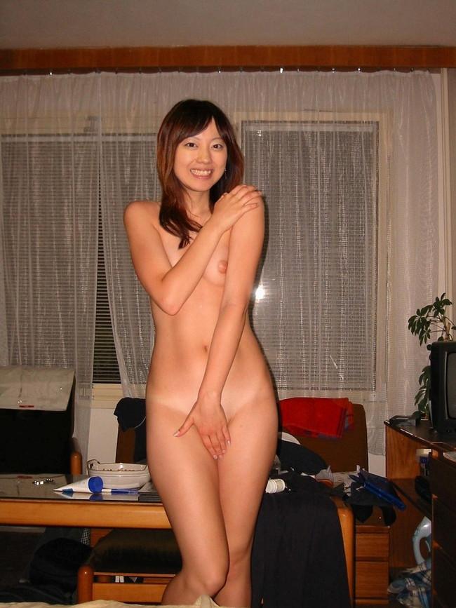 【ヌード画像】手で股間を隠した美女の姿が女神のように美しいw(32枚) 14
