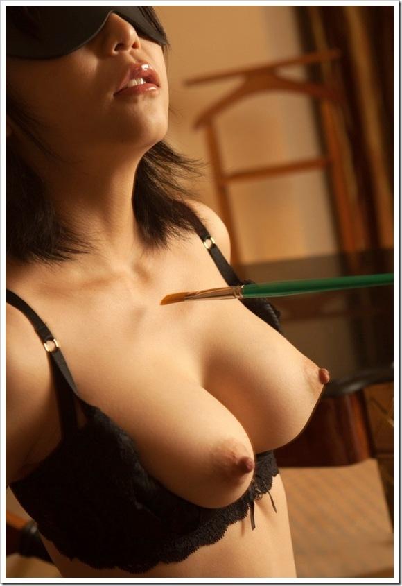 【ヌード画像】目隠しされている美女が淫乱そうに見えて仕方ないw(34枚) 23