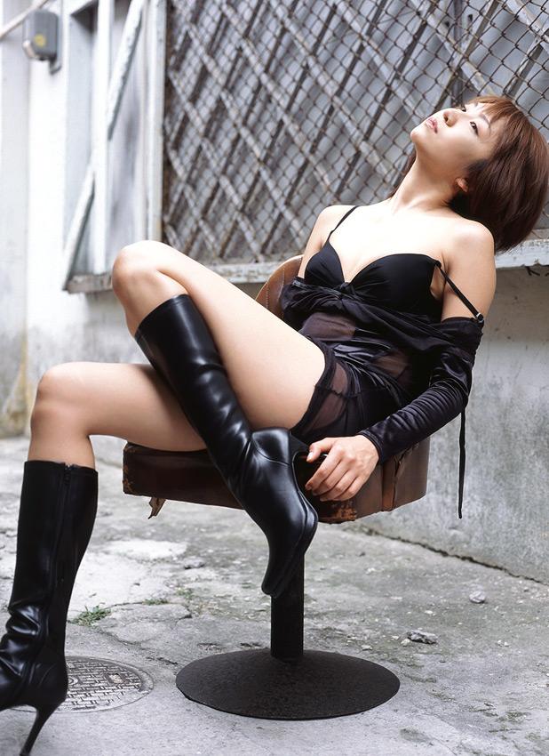 【ヌード画像】ブーツを履いた美女がエロすぎると俺の中で話題にw(32枚) 22