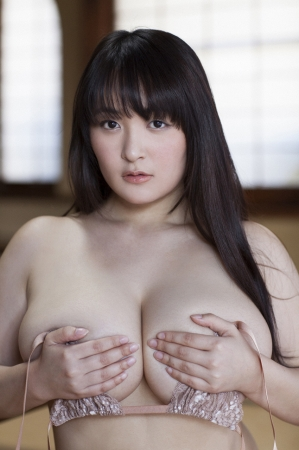 【ヌード画像】乳神様と大人気!柳瀬早紀の超乳セクシー画像!(32枚) 31