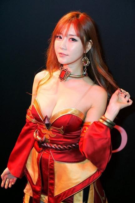 【ヌード画像】キャンギャルの過激姿がマジエロいw(31枚) 05