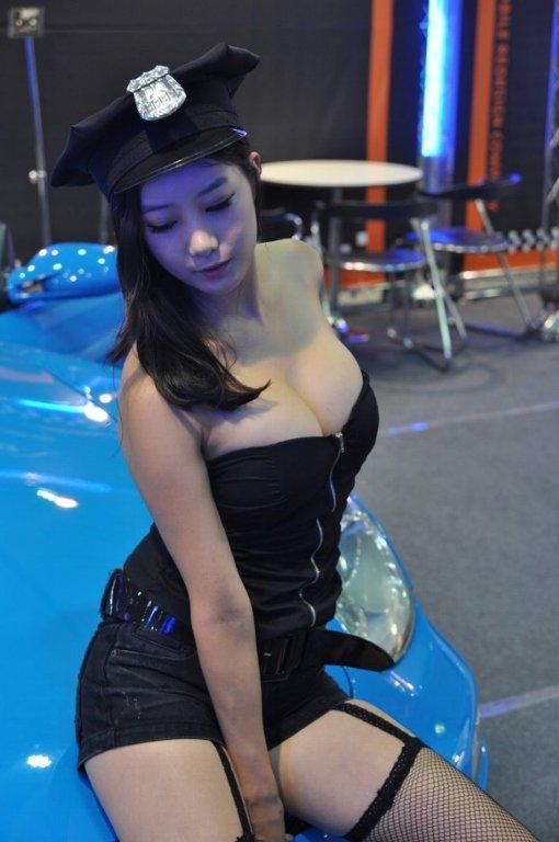 【ヌード画像】キャンギャルの過激姿がマジエロいw(31枚) 06