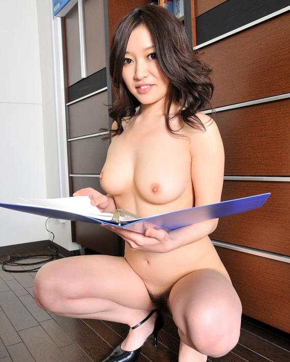 【ヌード画像】会社内で美女が裸になっている件(30枚) 19