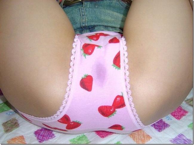 【ヌード画像】美少女のいちごパンツ姿が可愛いw(30枚) 06