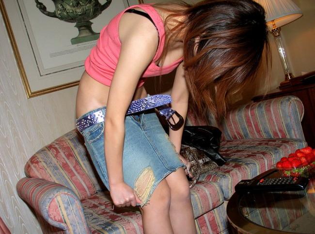 【ヌード画像】スカート脱ぎかけの下半身がエロすぎて困るw(30枚) 24