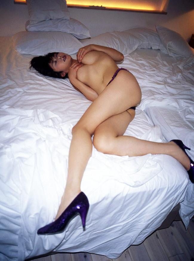 【ヌード画像】下着姿の美女がハイヒールを履いて更にセクシーに!(31枚) 07
